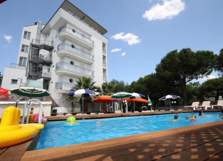 Offerta terme di riccione a settembre in hotel 3 stelle - Hotel jesolo 3 stelle con piscina pensione completa ...
