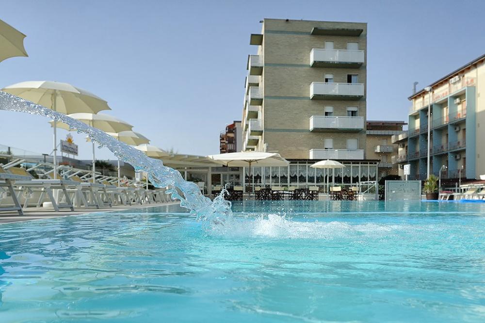 Offerta di Pasqua in hotel 3 stelle a Lido di Savio con pacchetto benessere C...