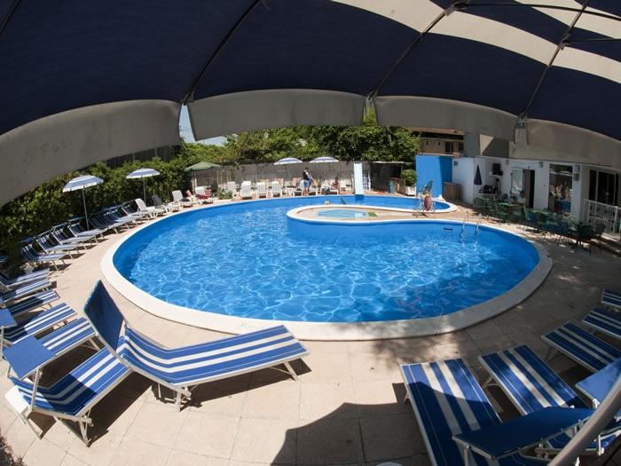 Offerta giugno a rimini in all inclusive con piscina in - Hotel rivazzurra con piscina ...